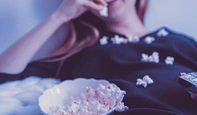 İngilizcenizi Geliştirecek 6 Netflix Romantik Komedi Dizisi