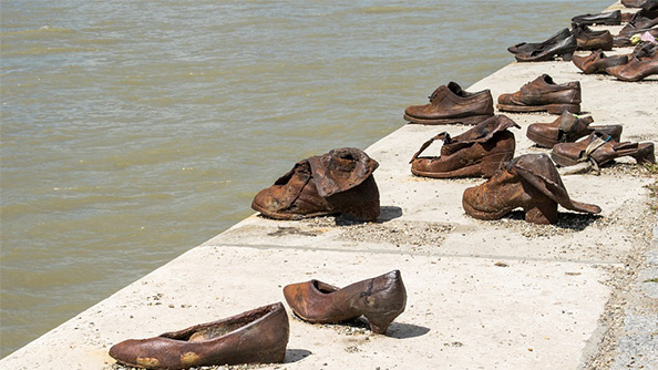 Shoes on the Danube - Tuna Kıyısındaki Ayakkabılar