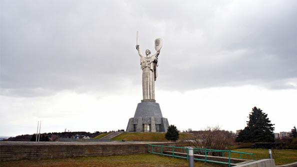 Büyük Vatanseverlik Savaşı Müzesi (Great Patriotic War Museum) ve Anavatan Heykeli (Motherland)