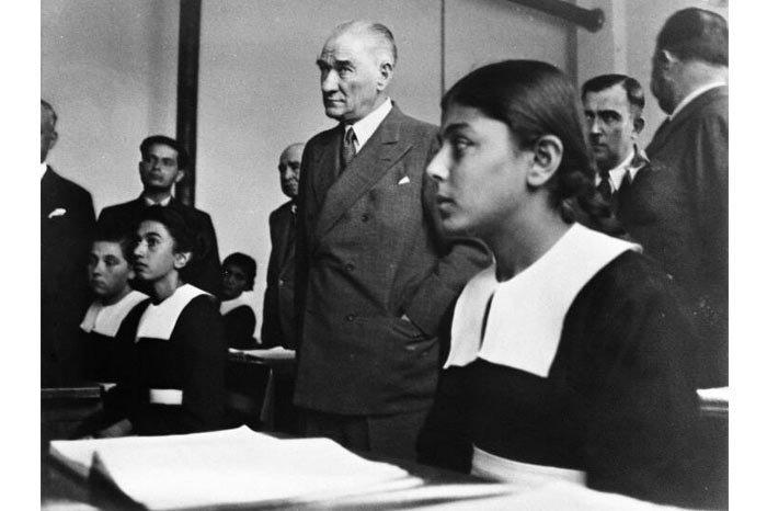 Mustafa Kemal Atatürk ve Öğrenciler
