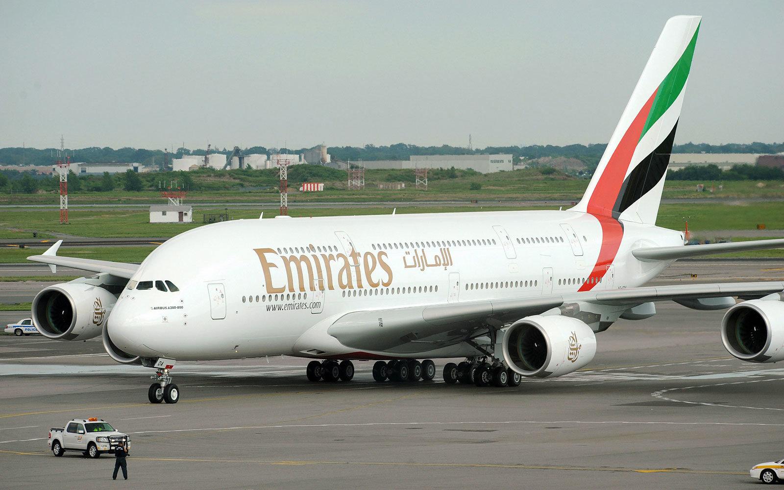 flight-expensive-emirates0916