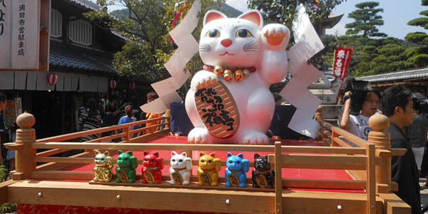 97_maneki_cat_festival_in_ise_2013