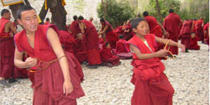 74_young_monks_of_drepung1